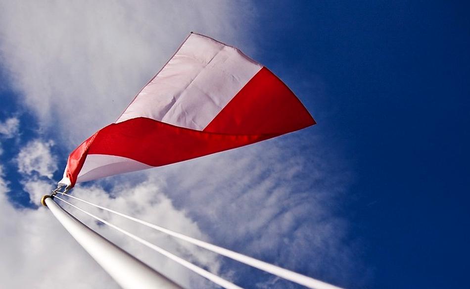 Milczący hymn w Warszawie :(